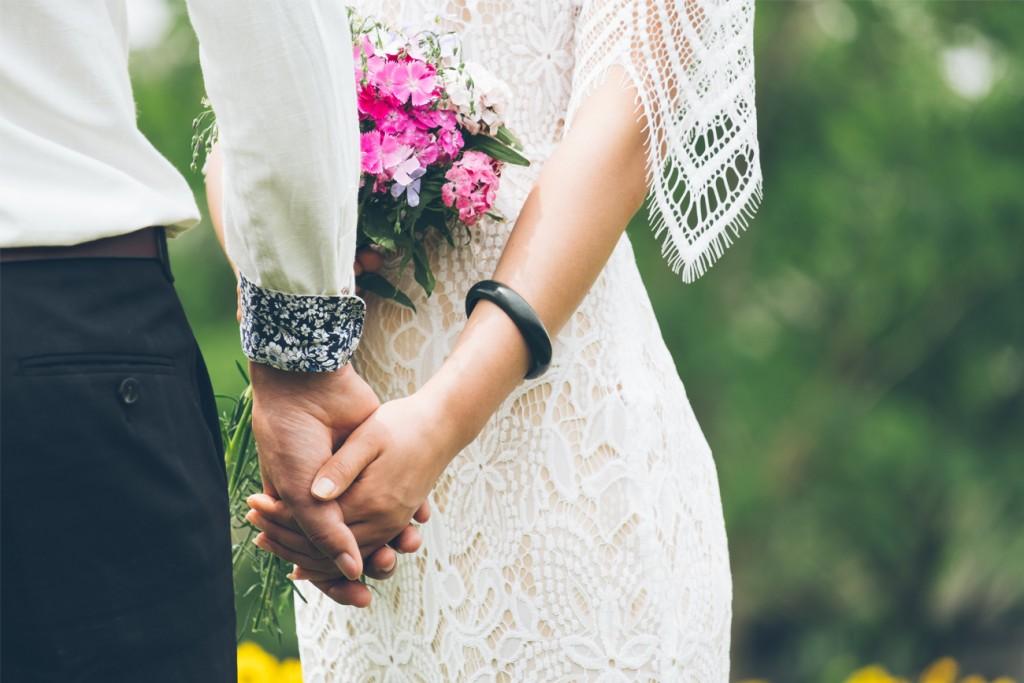 2561dc2ad266e  知って納得 少人数結婚式と相性の良いウエディングドレスって?